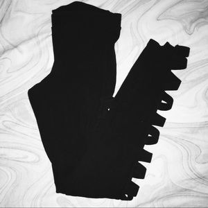 🆕EXPRESS BLACK LEGGINGS WITH CUT OUT XS🆕